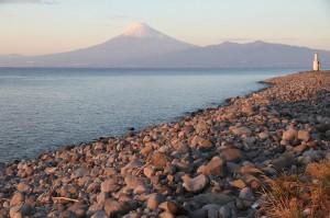 御浜崎のゴロタからの富士山 2014.11.22